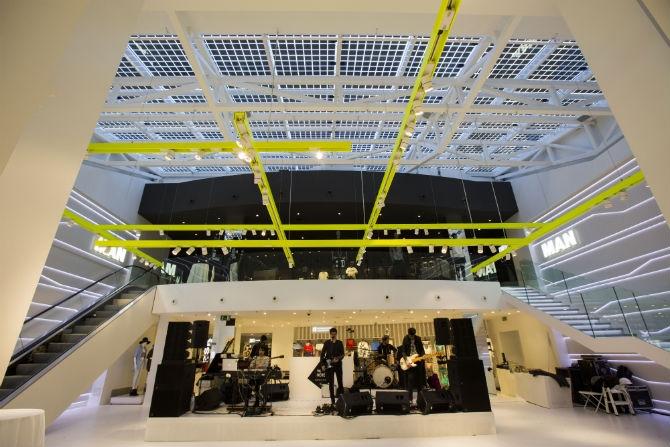Bershka inaugura su tienda más sostenible en Valencia