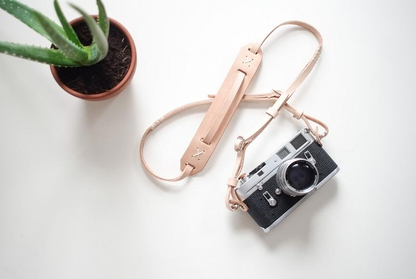Cuélgate la cámara de fotos con estilo (y seguridad)