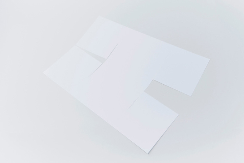 yoy-design-studio-creates-a-poster-lamp-from-a-single-sheet-of-paper-2