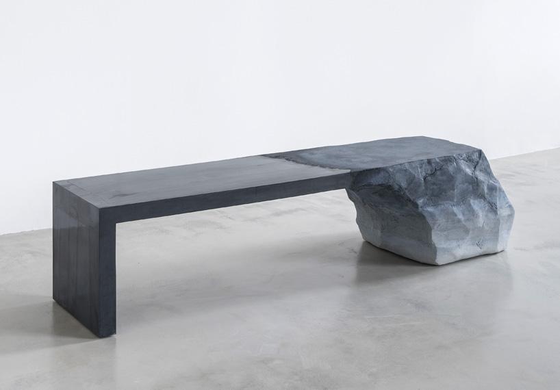 Sentarse sobre un glaciar escultórico
