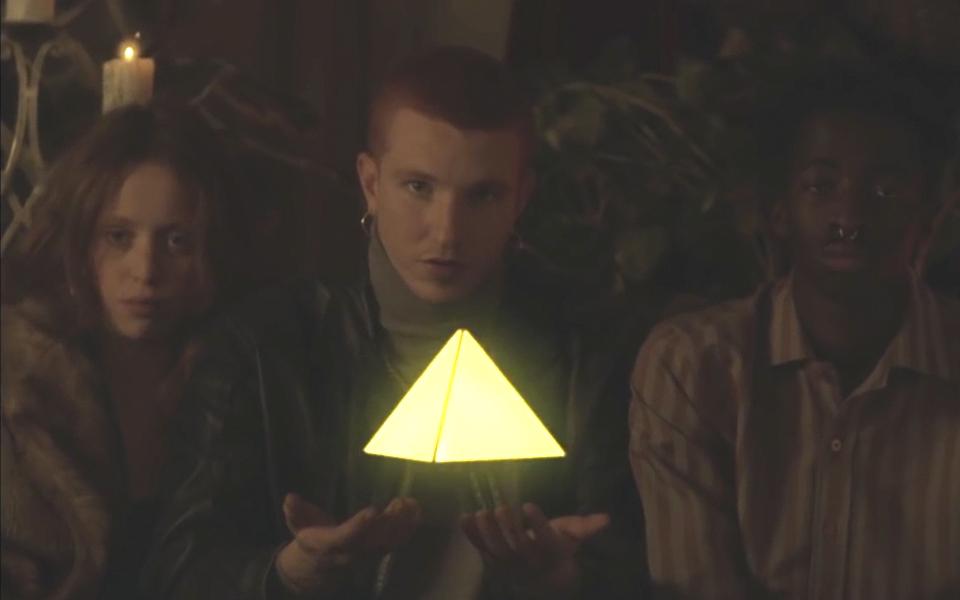 Triángulo de Amor Bizarro estrenan disco y videoclip dirigido por Jordi Cussó