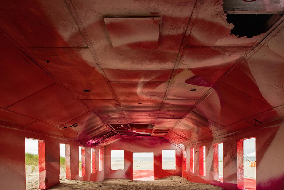 katharina-grosse-rockaways-spray-paint-001