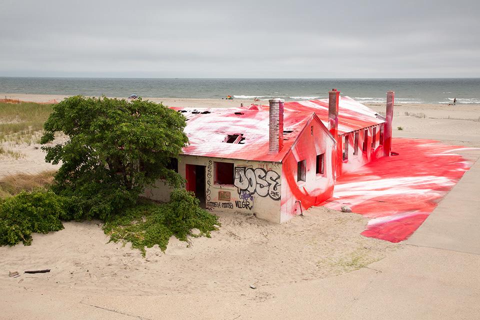 katharina-grosse-rockaways-spray-paint-002