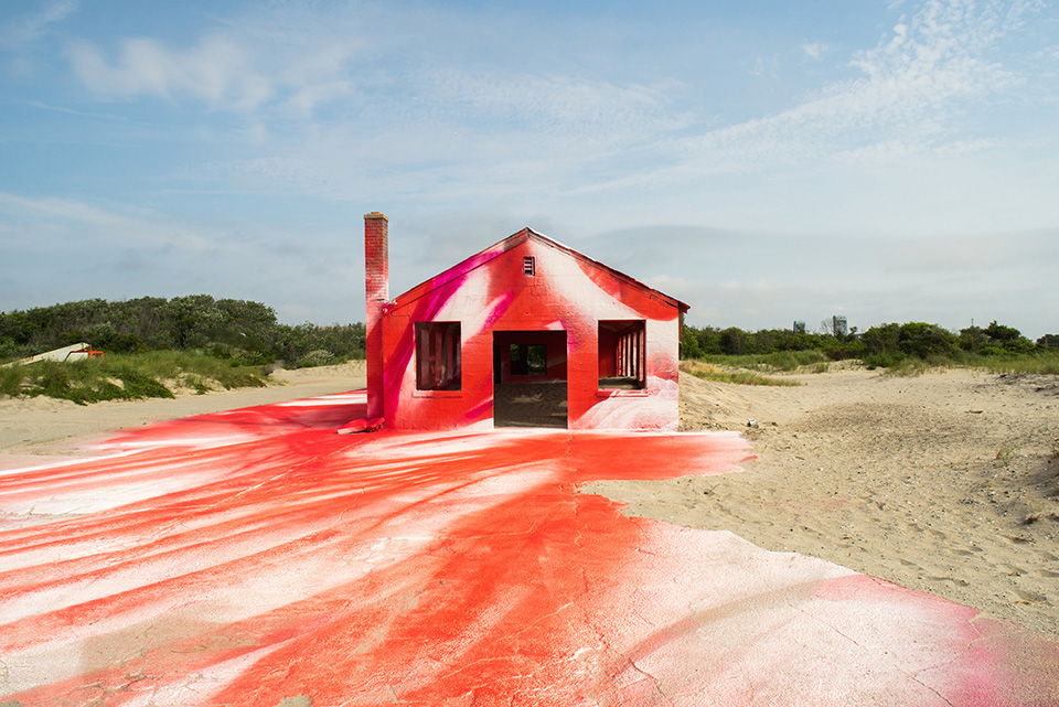 Katharina Grosse, poniendo color al abandono