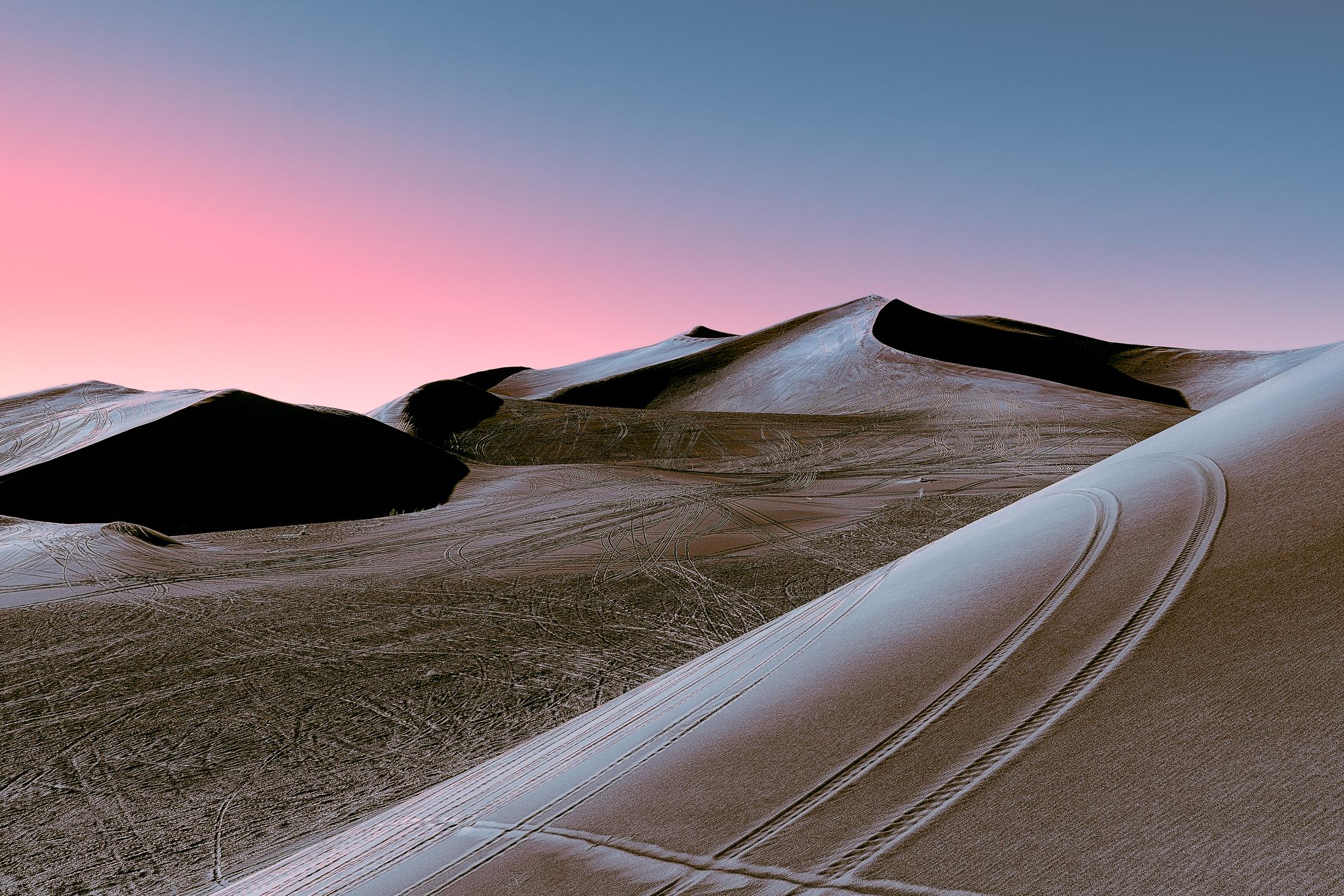 Los desiertos futuristas de Stefano Gardel