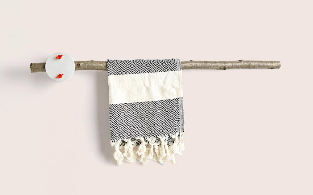 sovrappensiero_-design-_-towel-rack-1
