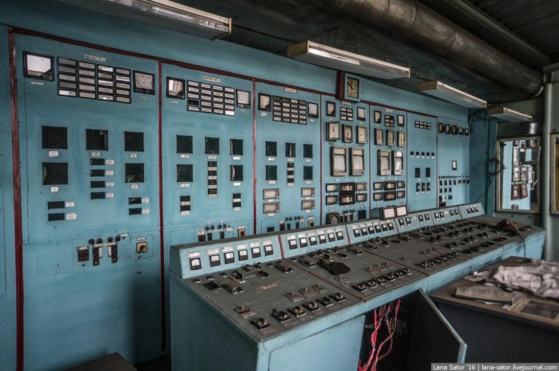 coltrol_room_soviet_10