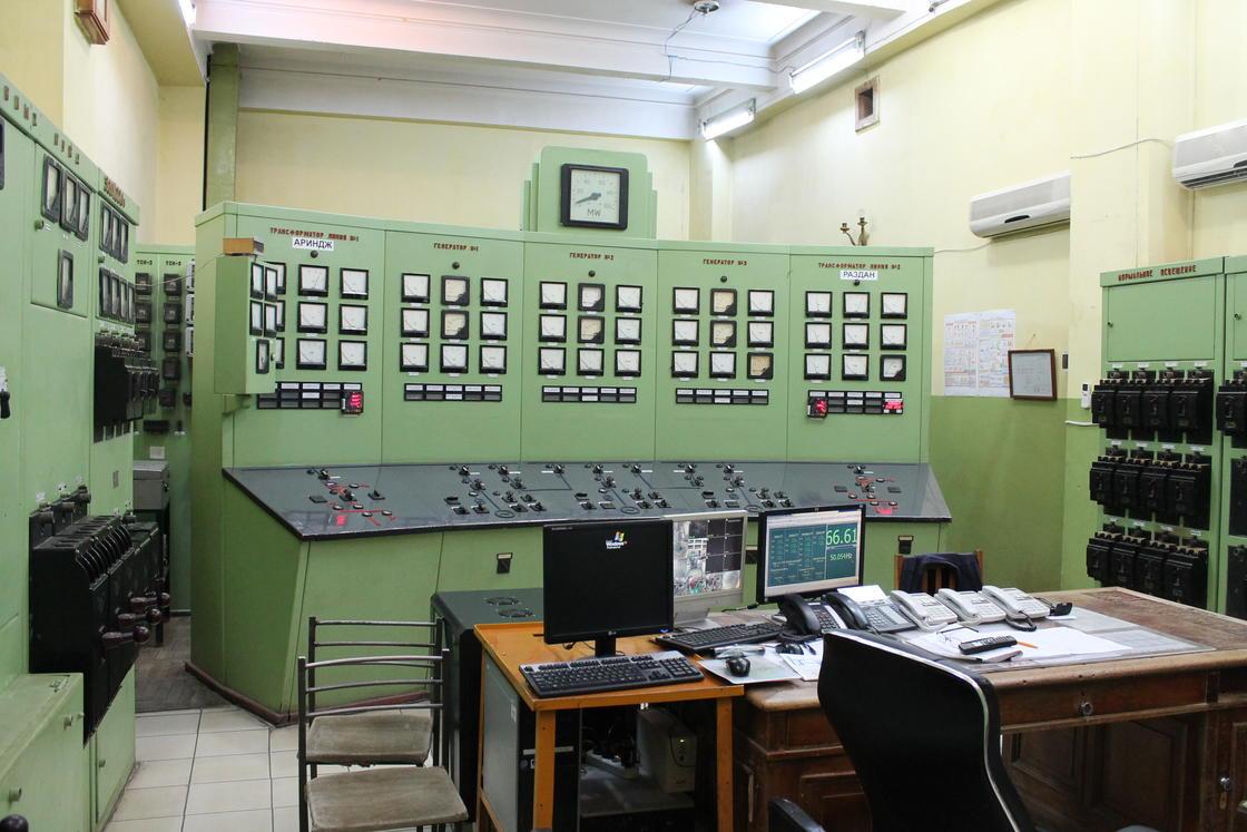 coltrol_room_soviet_12