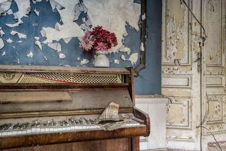 romain-thiery-requiem-for-pianos-10