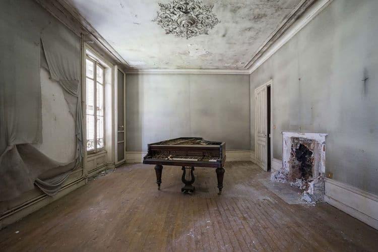 romain-thiery-requiem-for-pianos-6