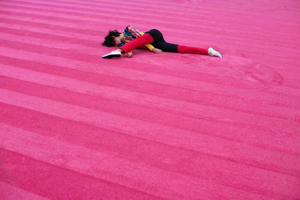 Maria Hassabi incorpora la lentitud y la quietud a sus perfomances