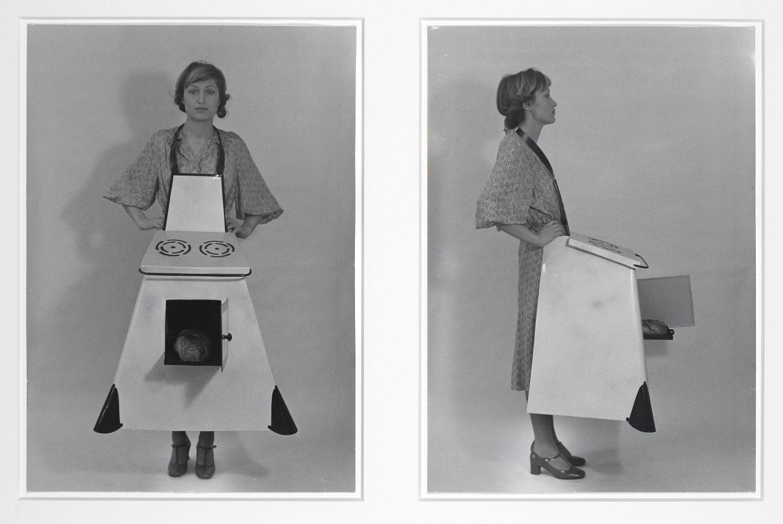 brigit-jurgenssen_hausfrauen-kuchenschurze-housewives-kitchen-apron_1975_aware_womenartists_artistesfemmes-1500x1003