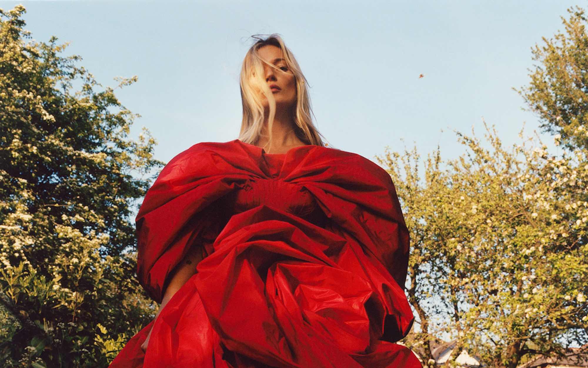 Kate Moss protagoniza la nueva campaña de ensueño de Alexander McQueen