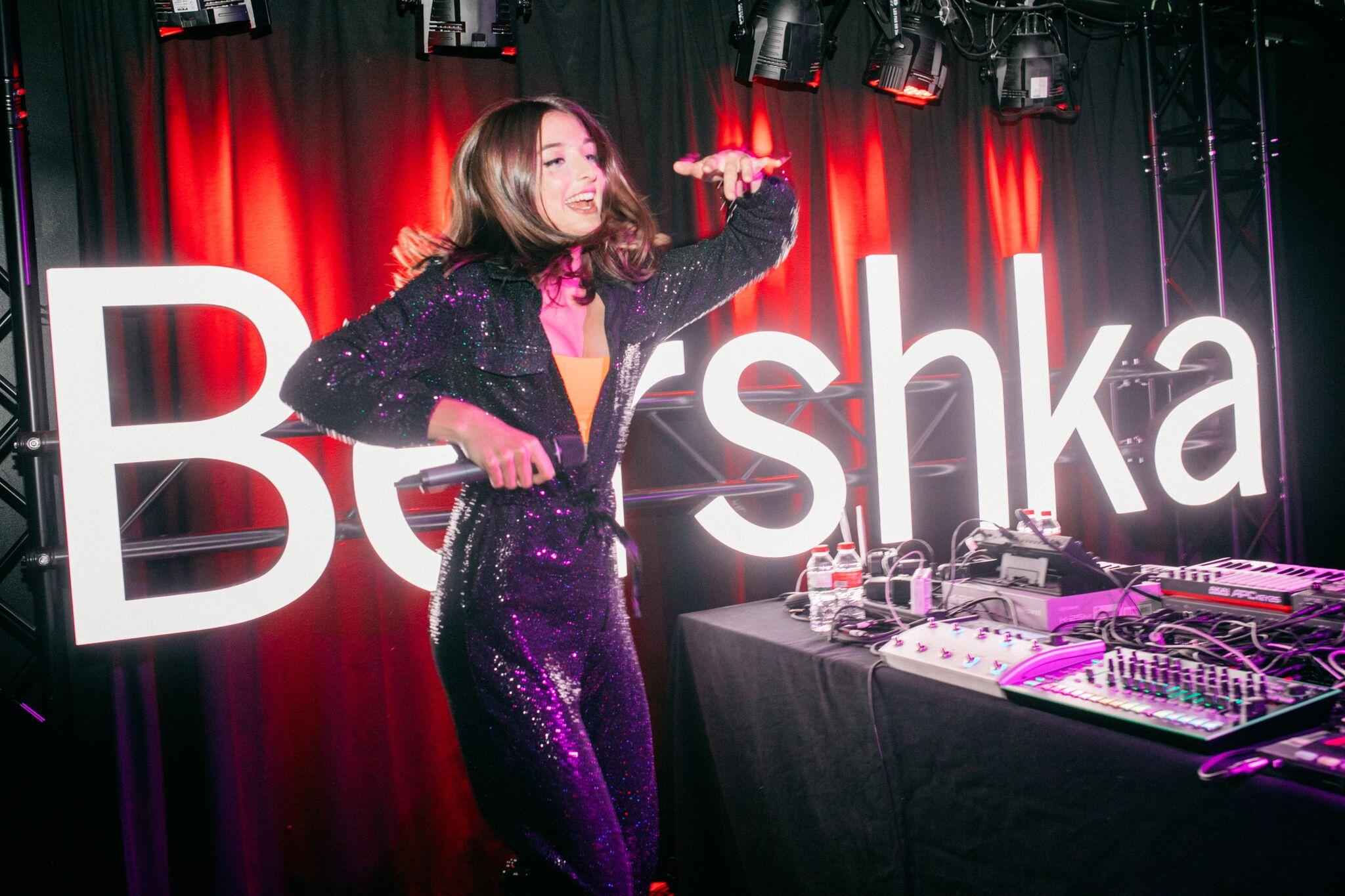 La nueva colección de Bershka 'The Stars Came Out' nos lleva de vuelta a los 80
