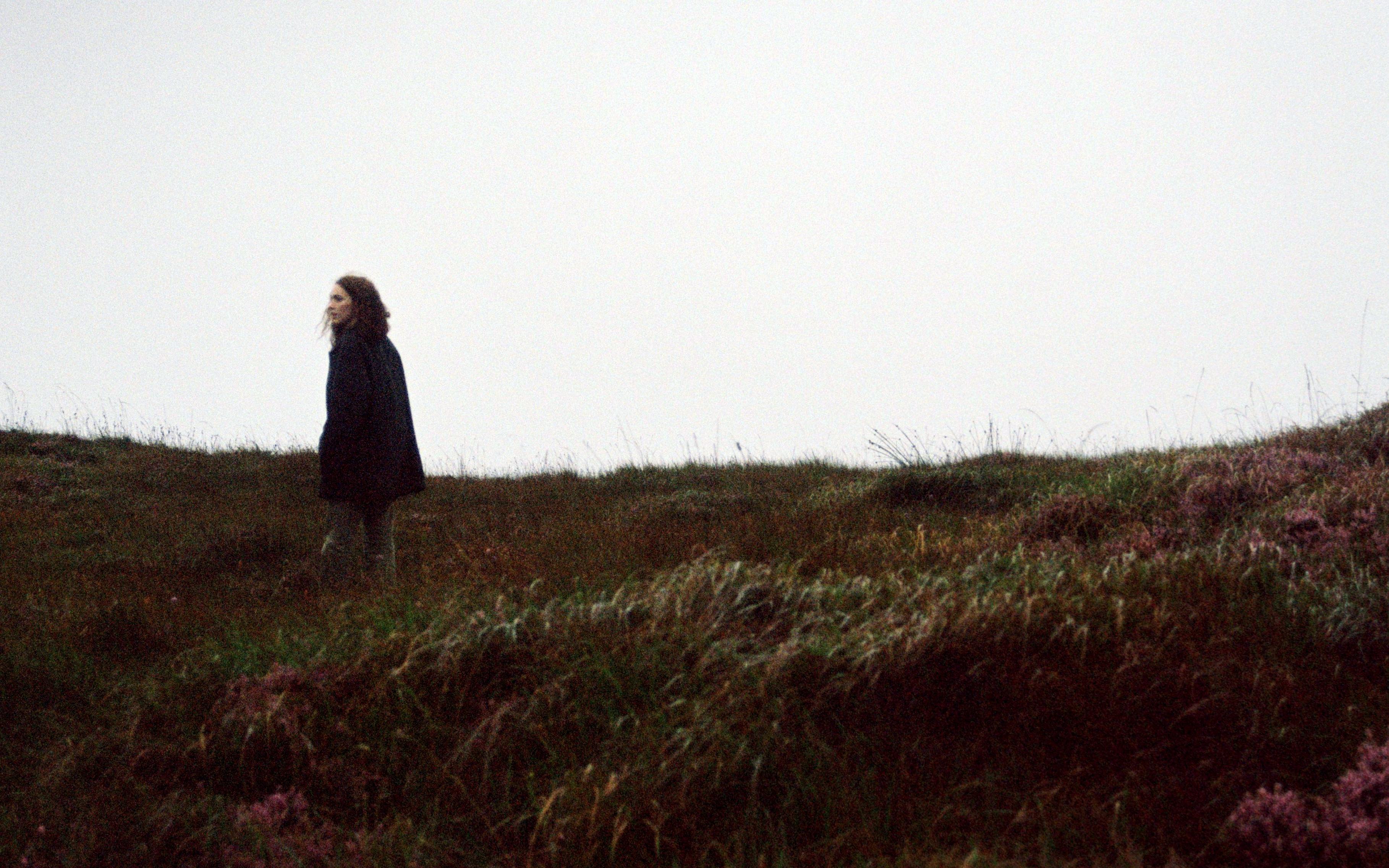 Núria Graham, Camellos, Grimes… 6 novedades musicales para encarar la recta final del año