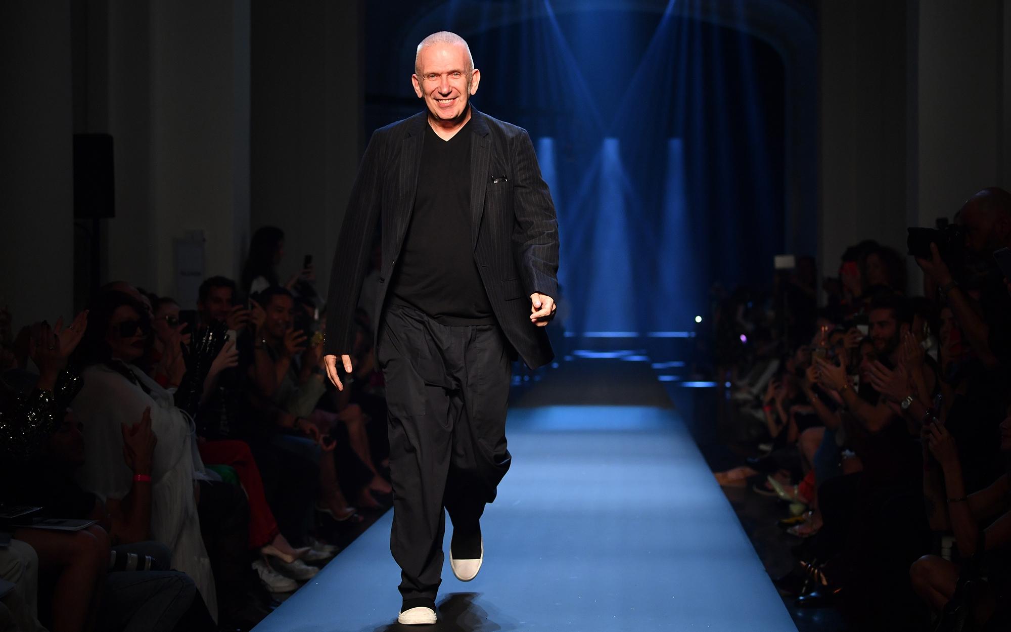 Jean Paul Gaultier, el 'enfant terrible' de la moda, se despide de las pasarelas tras 50 años de carrera