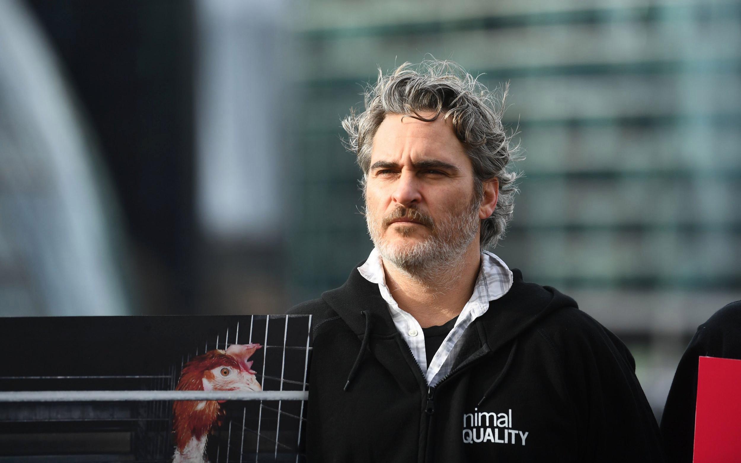 Joaquin Phoenix denuncia el racismo de los premios BAFTA tras recoger el galardón a Mejor Actor