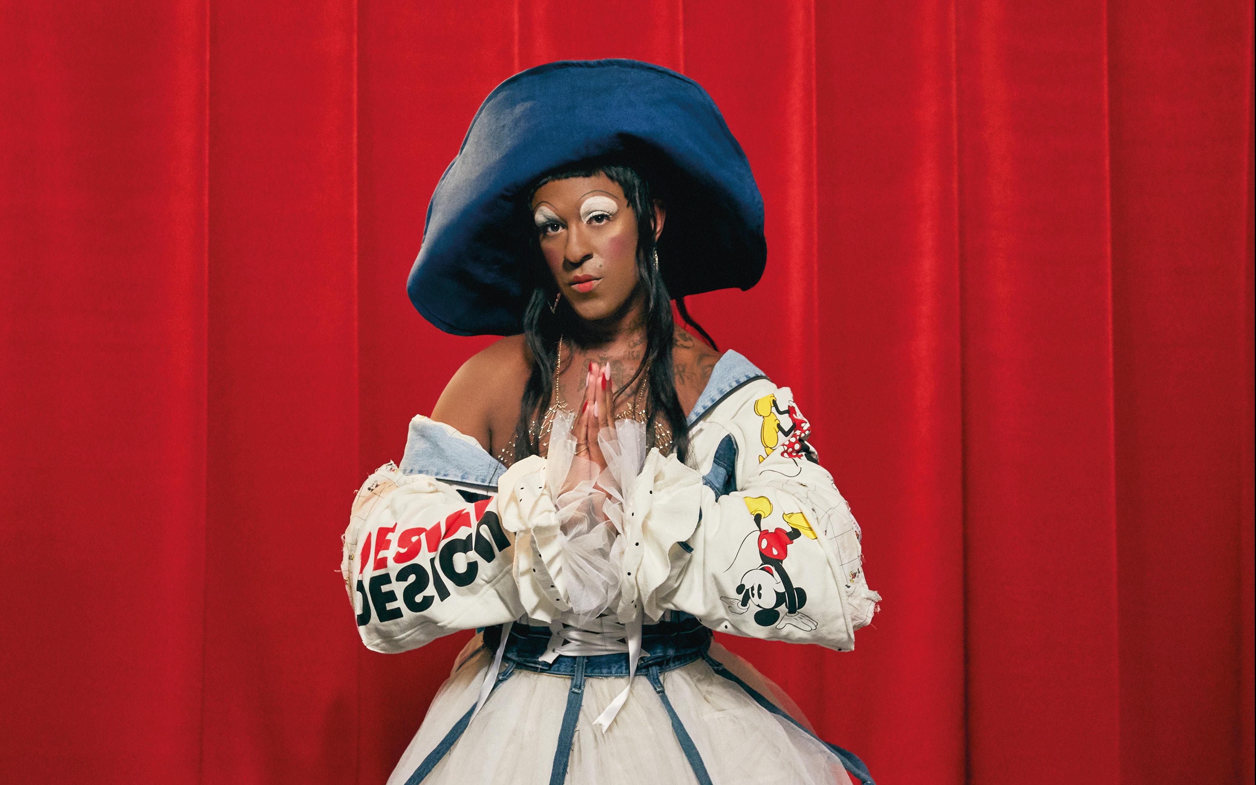 Desigual relanza 'La 86' jacket con la artista Mykki Blanco